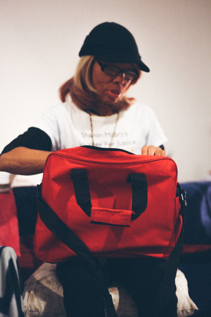 Fortune client Sharon Mabry looking through her bag