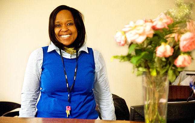 A Fortune staff member who helps participants overcome economic insecurity.